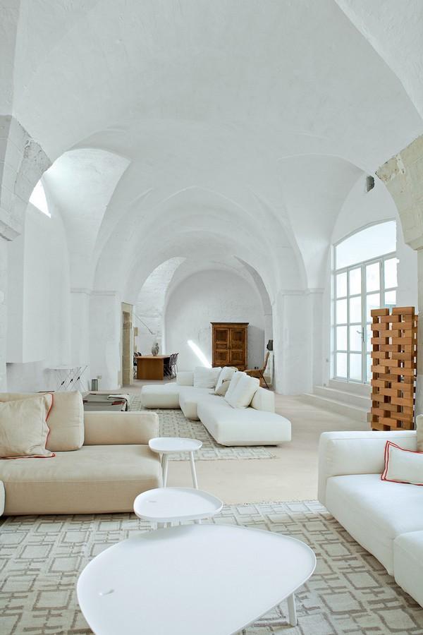 Salotto In Stile Moderno By Int2architecture Interior Design : Un frantoio a volte del ° secolo restaurato